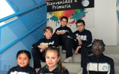 Los alumnos del colegio Karol Wojtyla de Seseña (Toledo) reciben el premio del concurso de periódicos de Infancia Misionera.